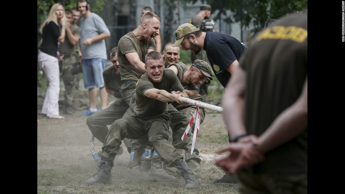 Ukrainian military volunteers train in Kiev before heading to the front lines in the eastern part of the country on Friday, August 14.
