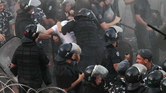 lebanon garbage protests paton walsh pkg_00003719.jpg