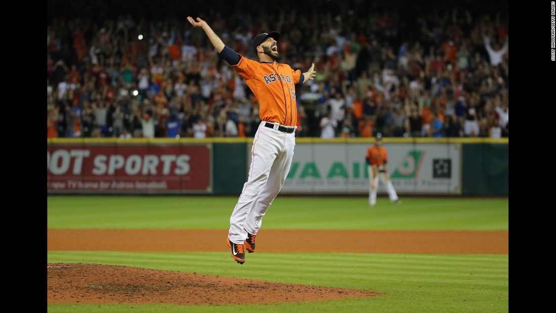 Houston pitcher Mike Fiers celebrates after he threw a no-hitter against the Los Angeles Dodgers on Friday, August 21.