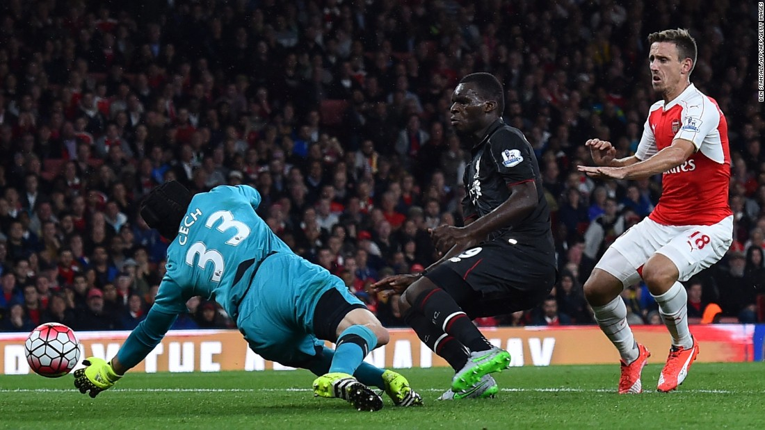 Arsenal's former Chelsea goalkeeper Petr Cech did well to deny Liverpool's new striker Christian Benteke from close range in the 39th minute after a low cross by Philippe Coutinho.