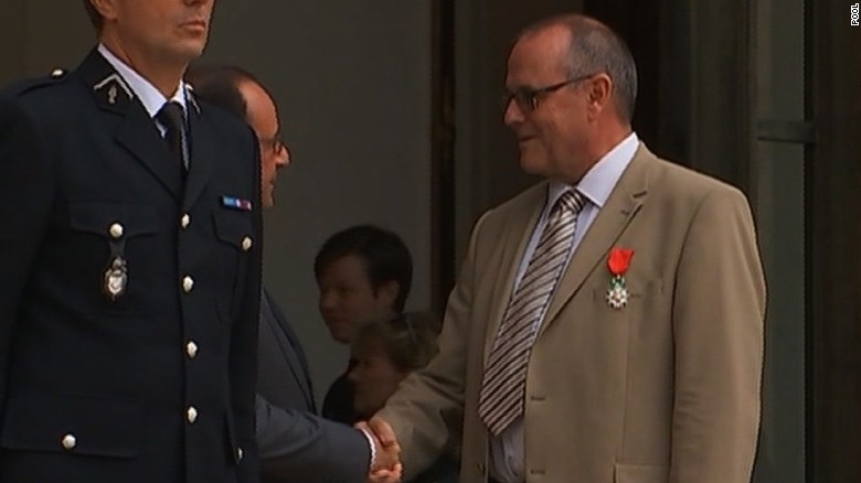 NS Slug: FRANCE: TRAIN HEROES HONORED-CHRIS NORMAN (DEPARTURE, REMARKS)    Synopsis: French President  Francois Hollande gives France's highest award to train heroes who fought attacker    Video Shows: Chris Norman leaves Elysee Palace after receiving Legion of Honor      Keywords: FRANCE TRAIN TERROR ANTHONY SADLER SPENCER STONE ALEK SKARLATOS CHRIS NORMAN AYOUB EL KHAZZANI