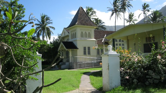 The peninsula has six churches of different denominations as well as other religious buildings.