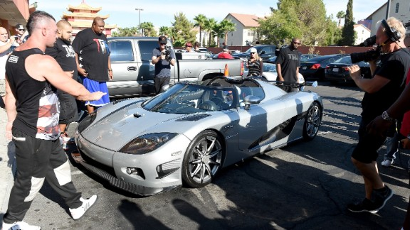Floyd Mayweather reportedly made over $300 million from beating Manny Pacquiao in the richest fight in boxing history in May -- and he's already splashed out $4.8 million of that on a new car.