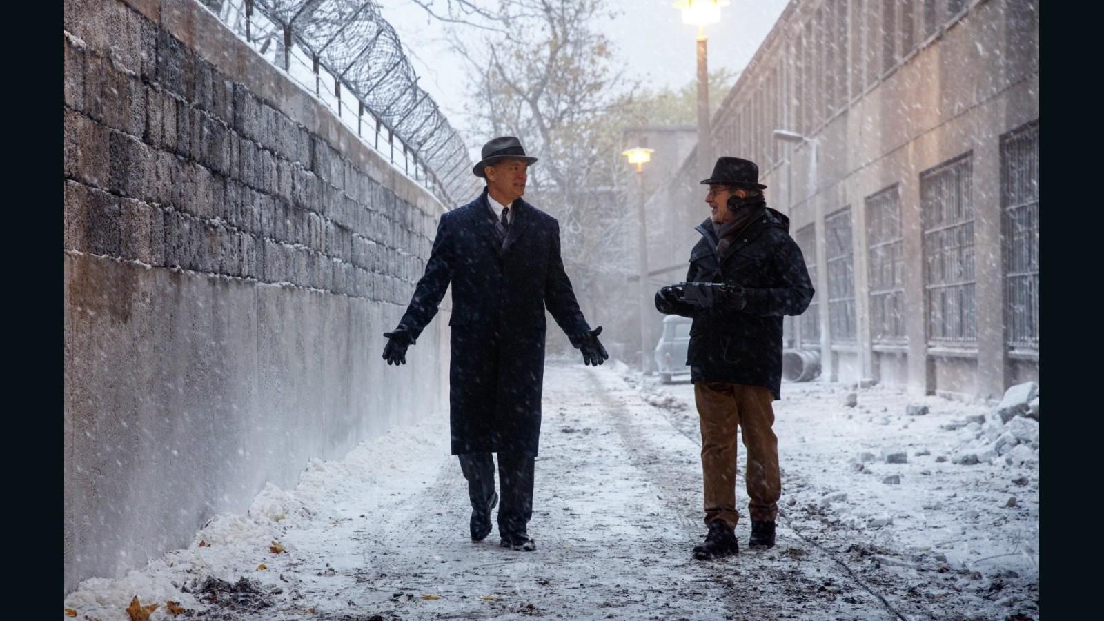Review: 'Bridge of Spies' an absorbing tale - CNN
