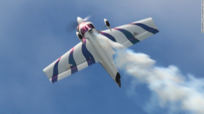 Police: Pilot dies practicing New York Air Show stunt