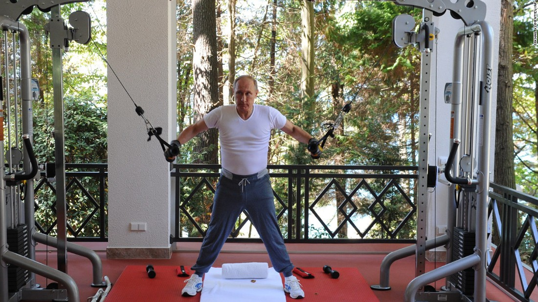 Putin exercises during his meeting with Medvedev on  August 30.
