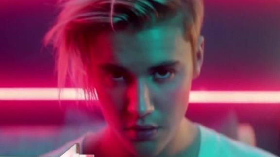 Lena Dunham reacting to Justin Bieber
