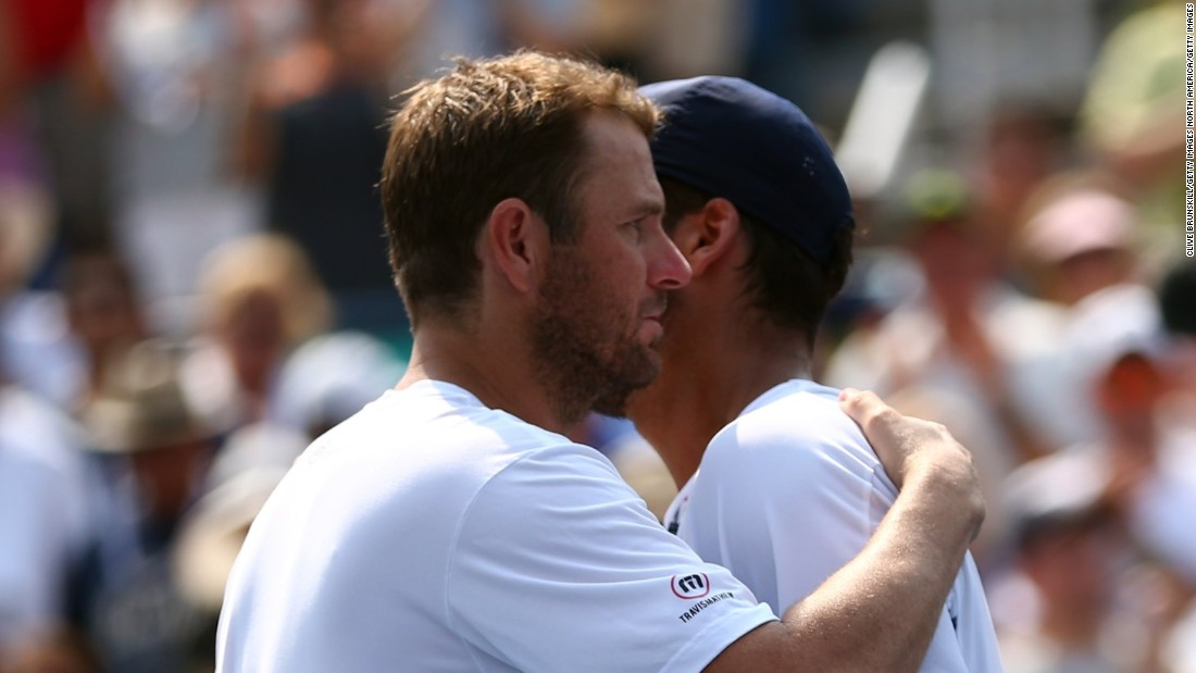 American Mardy Fish, a former top-10 player, played his last match after losing to Feliciano Lopez in five sets.