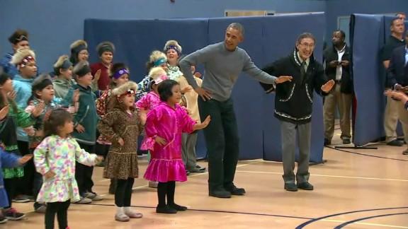 obama dances children alaska_00002402.jpg