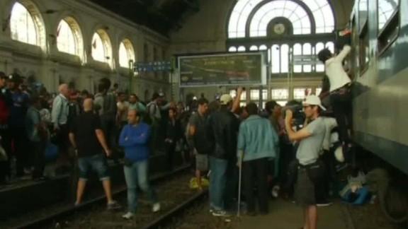migrants allowed in rail station pleitgen intv_00022326.jpg