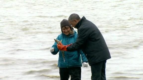 exp Obama fisherman salmon Alaska_00005823.jpg