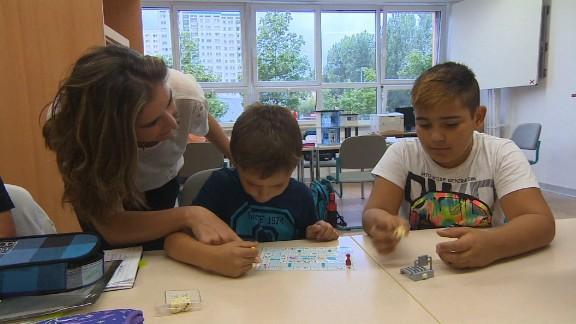 german school welcomes refugees shubert pkg_00013702.jpg