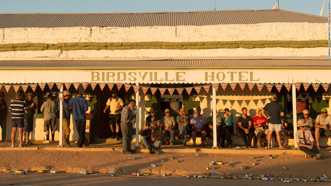 The Birdsville Hotel, which is also the only pub in the town, is the place where locals and racegoers flock to during the weekend. The drinking hole is a popular stop-off point for backpackers from all over the world and probably the most famous Outback bar in Australia. Around 80,000 cans of beer are consumed during the weekend.