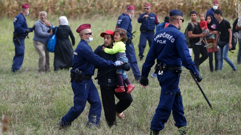 Refugees break past police in sprint toward border
