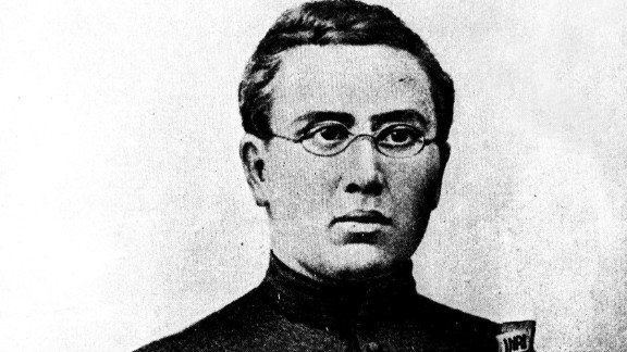 Father Damien, known as Saint Damien of Molokai, was a Belgian priest who arrived at Kalaupapa in 1873. He lived with the patients, before himself contracting leprosy. He died in 1889, and was later canonized for his works at the settlement.