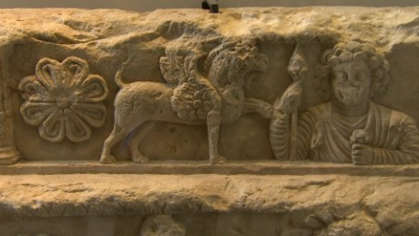 Louvre showcases antiquities as Palmyra is destroyed