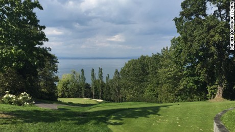 CNN's Tom McGowan and Lauren Moorhouse are live-blogging from the picturesque course.