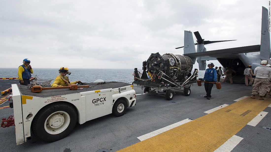 Sailors and Marines remove a generator for the F-35B Lightning II aircraft from an MV-22 Osprey assault support aircraft aboard the amphibious assault ship USS Wasp during operational testing in May. A new Pentagon report says the testing highlighted maintenance challenges for the F-35.