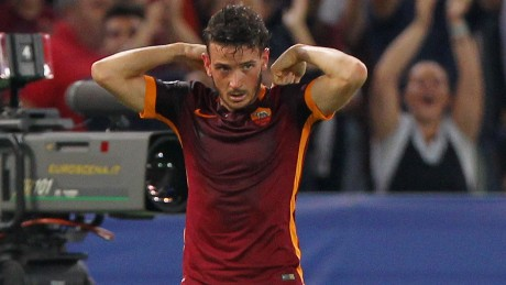 ROME, ITALY - SEPTEMBER 16:  Alessandro Florenzi of AS Roma celebrates after scoring the team's first goal during the UEFA Champions League Group E match between AS Roma and FC Barcelona at Stadio Olimpico on September 16, 2015 in Rome, Italy.  (Photo by Paolo Bruno/Getty Images)