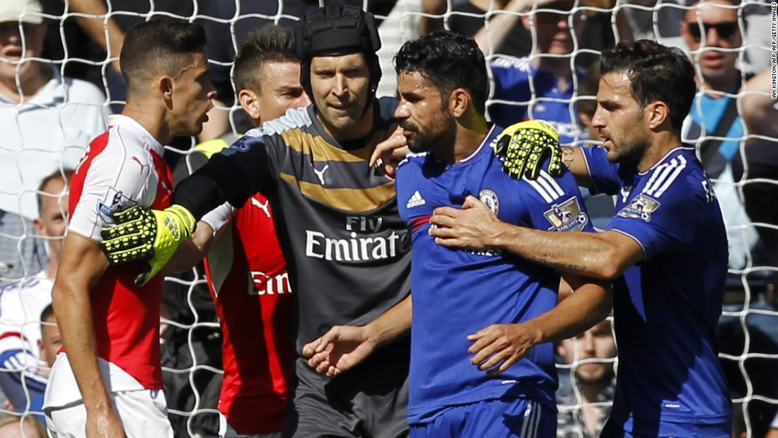 Costa's former Chelsea teammate Petr Cech tries to separate the two players.