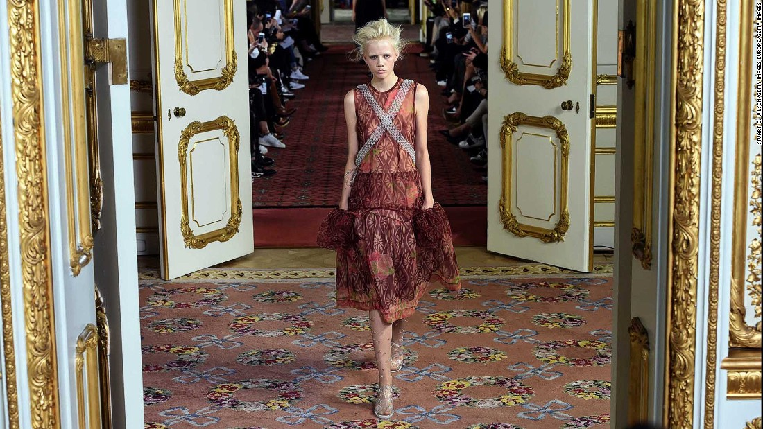 Insider favorite and queen of the fairy tale goths Simone Rocha showed at the gorgeous neoclassical Lancaster House. It proved a most fitting venue for her regal collection.