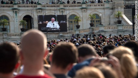 People watch Pope Francis address a Joint Session of Congress in front of the US Capitol in Washington, DC, on September 24, 2015 on the third day of his six-day visit to the US.  AFP PHOTO/NICHOLAS KAMM        (Photo credit should read NICHOLAS KAMM/AFP/Getty Images)