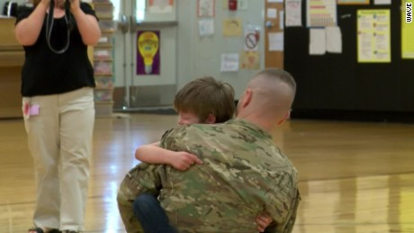 soldier surprises kids at school chris field kentucky_00000824