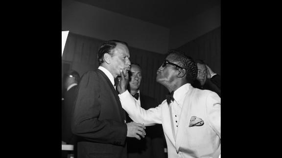 Davis squeezes Sinatra