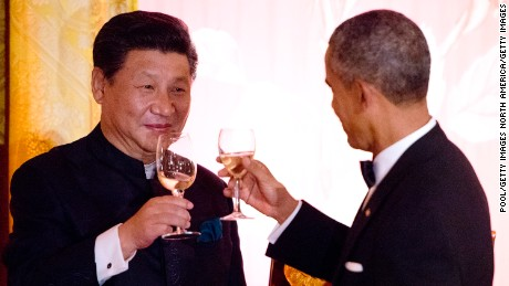 WASHINGTON, DC - SEPTEMBER 25: President Barack Obama and President Xi Jinping of China exchange toasts during a state dinner at the White House September 25, 2015 in Washington, DC. The two leaders will tackle a range of issues including regional tensions in Asia and cyber crimes. (Photo by Ron Sachs-Pool/Getty Images)