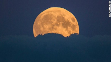 Amazing Time Lapse Captures Rare Supermoon Eclipse Cnn Video