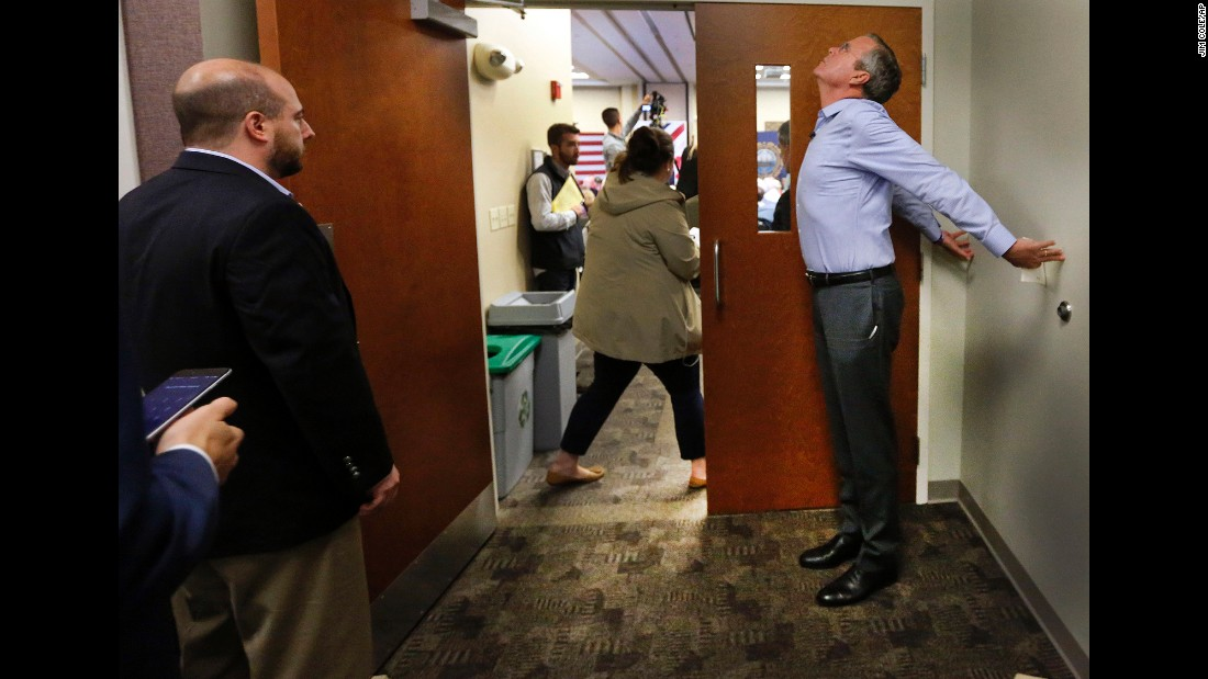 Republican presidential candidate Jeb Bush stretches before speaking at a campaign stop in Bedford, New Hampshire, on Wednesday, September 30.