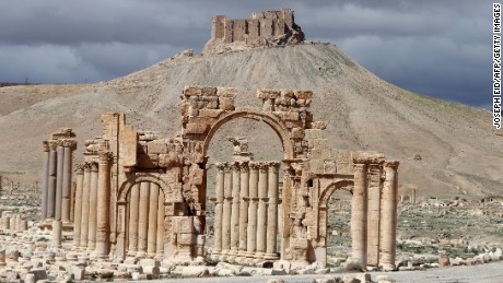 ISIS destroys ancient Arch of Triumph in Palmyra