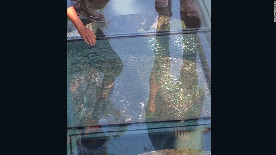 Cracks appear on China's new Yuntaishan glass walkway | CNN ...