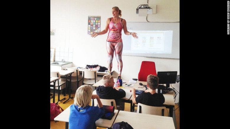 Teacher wears bodysuit to teach human anatomy - CNN