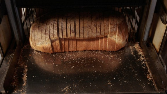American inventor Otto Rohwedder developed the first mechanic bread slicer. By the end of the 1920s, 90% of store-bought bread came sliced.