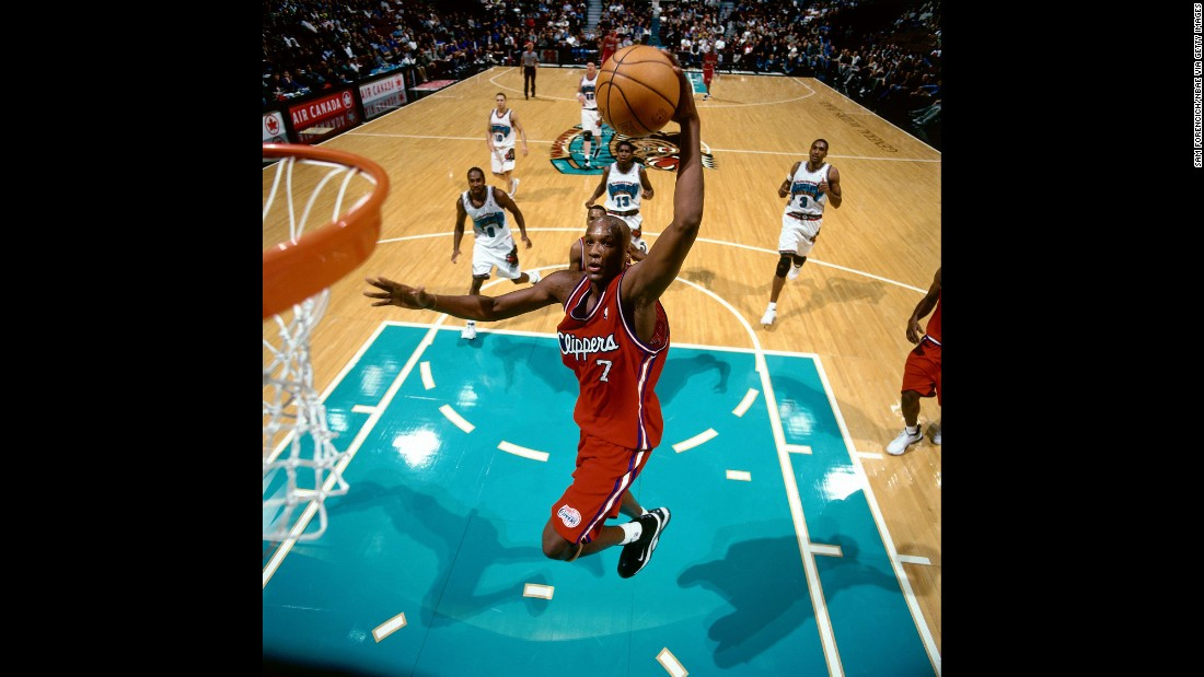 Odom goes for a dunk during a game in 2000.