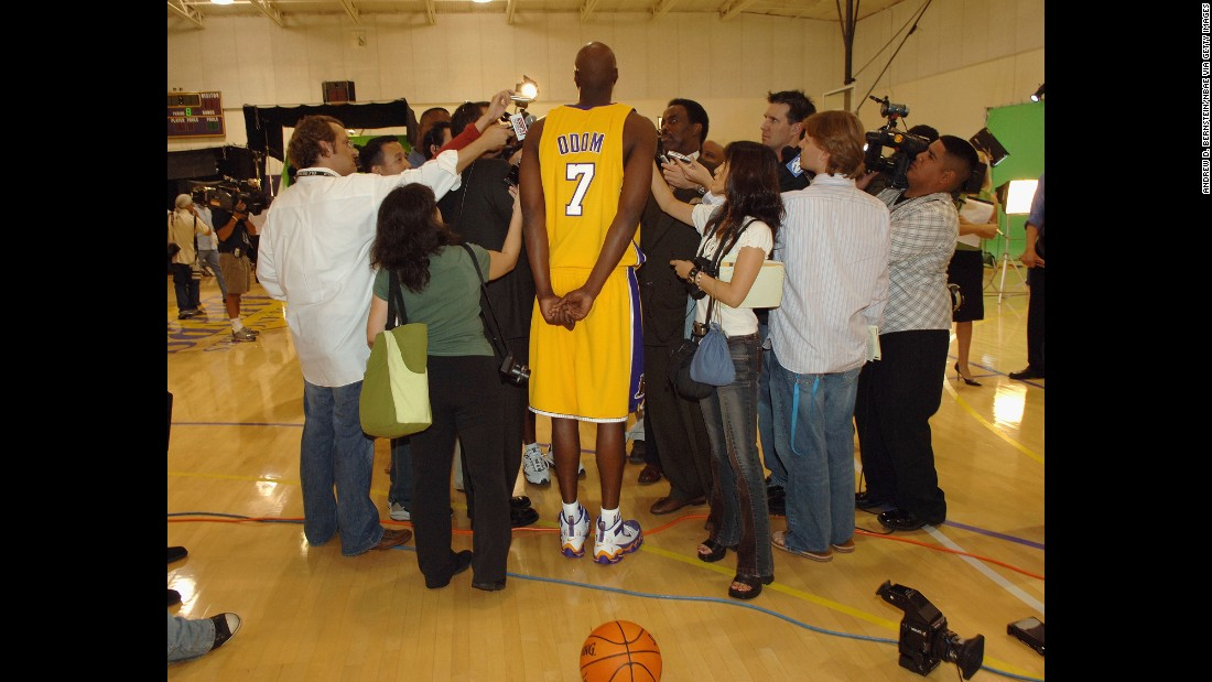 Odom speaks to the press as a Los Angeles Laker in October 2005.