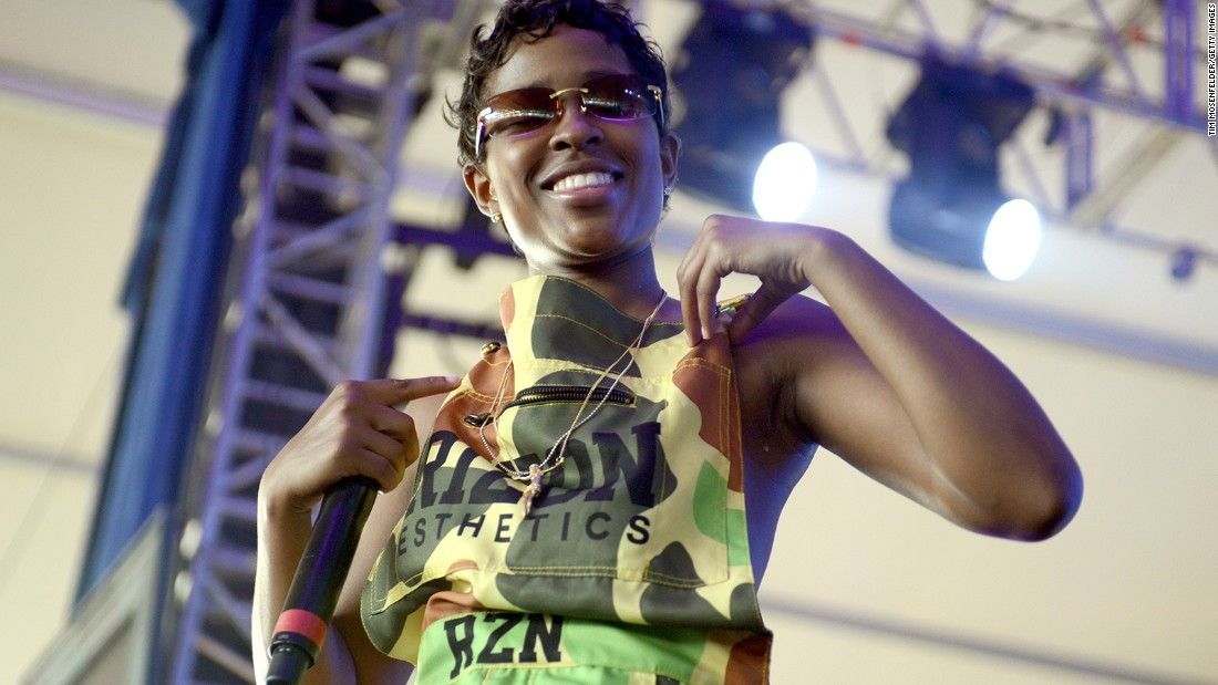 "Dej Loaf took home the ""Made You Look"" award for best hip-hop style."