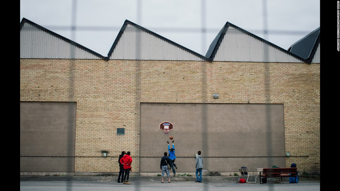 "Refugees play basketball outside a shelter in Sundbyberg, Sweden, on Tuesday, October 13. <a href=""http://www.cnn.com/2015/10/08/world/gallery/week-in-photos-1009/index.html"" target=""_blank"">See last week in 34 photos</a>"