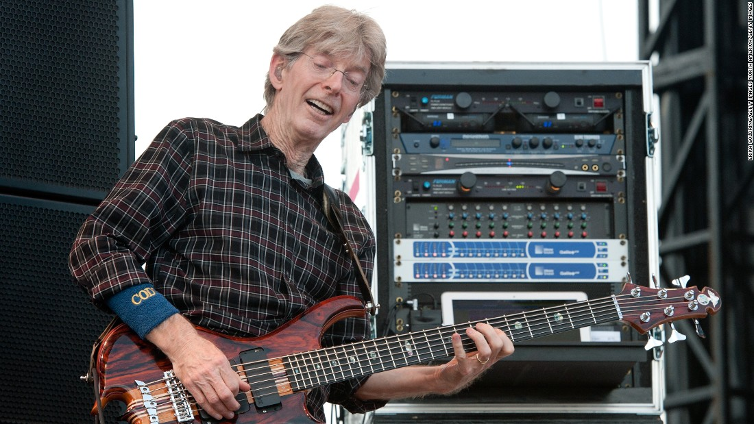 "Grateful Dead bassist Phil Lesh took to <a href=""https://www.facebook.com/TerrapinCrossroads/posts/905618469521331"" target=""_blank"">Facebook to reveal</a> he was battling bladder cancer. In an apology to fans for canceling a pair of concerts, Lesh announced he's received treatment at the Mayo Clinic and his prognosis is good."