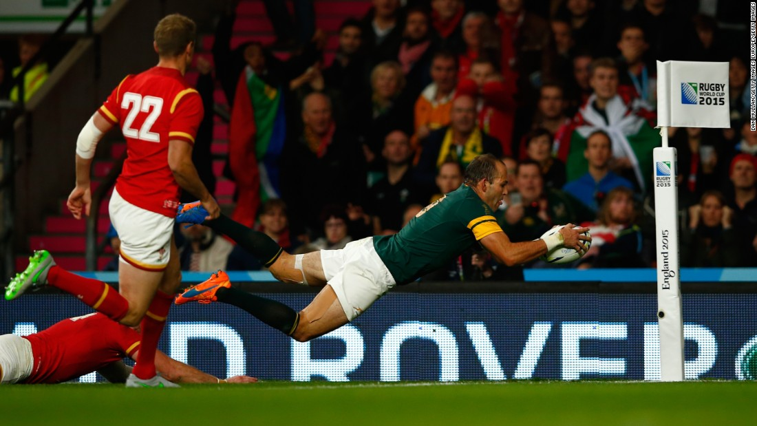 A late try from Fourie Du Preez was enough to give the Springboks a narrow 23-19 victory.
