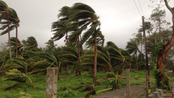 Super Typhoon Koppu makes landfall over northern Philippines