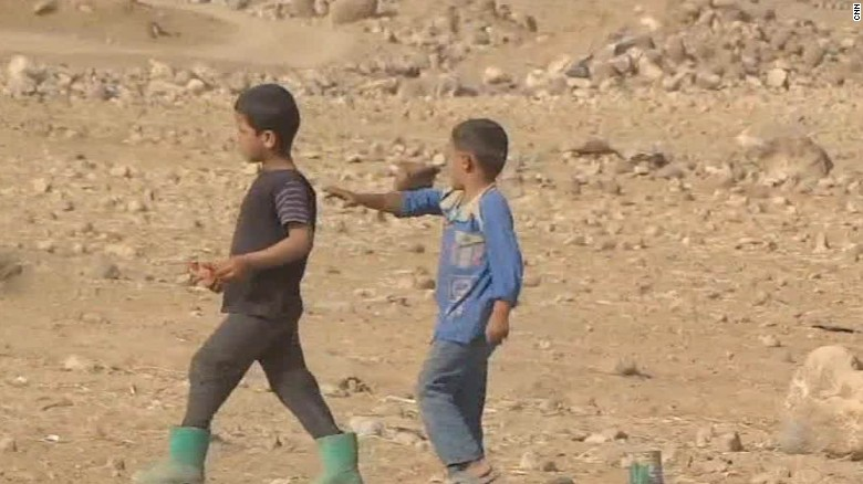 syrians flee bombardment paton walsh pkg wrn_00005811