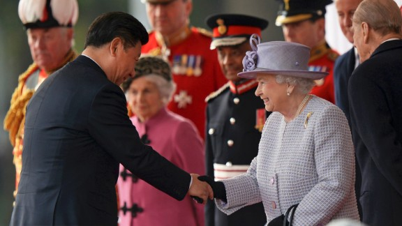 Xi shakes hands with Queen Elizabeth II during his welcome ceremony in London.