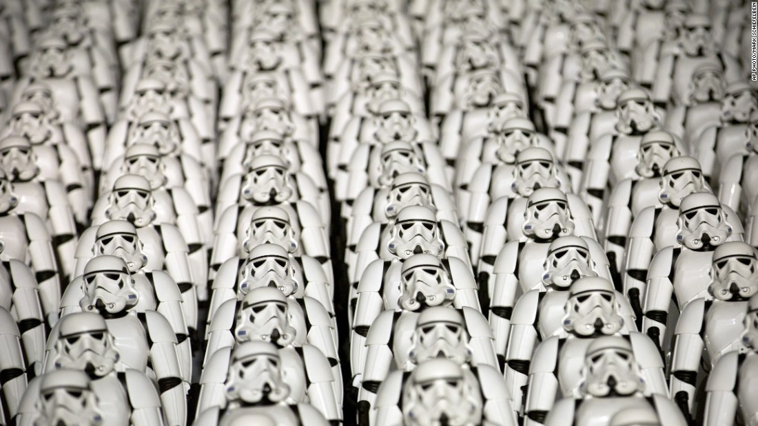 Five hundred iconic miniature stormtrooper figures lined the top of the Great Wall, near Beijing.