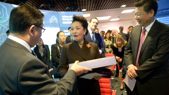 Peng receives a gift from professor Yike Guo during the visit to Imperial College.