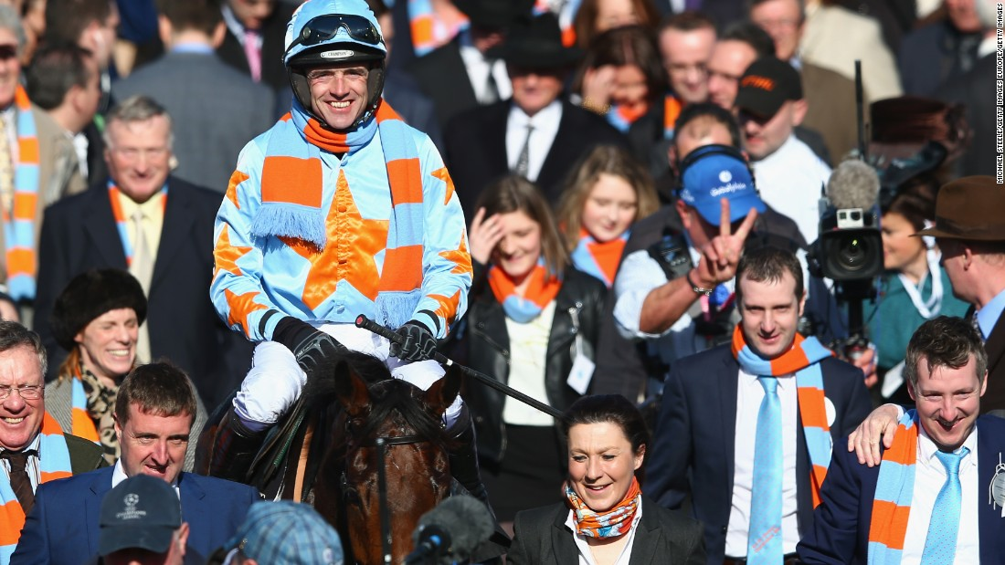 A race dedicated to Arkle, who was put down due to arthritis in 1970,  is also part of the schedule. The Arkle Challenge Trophy was won by Un De Sceaux, ridden by Ruby Walsh, in March.
