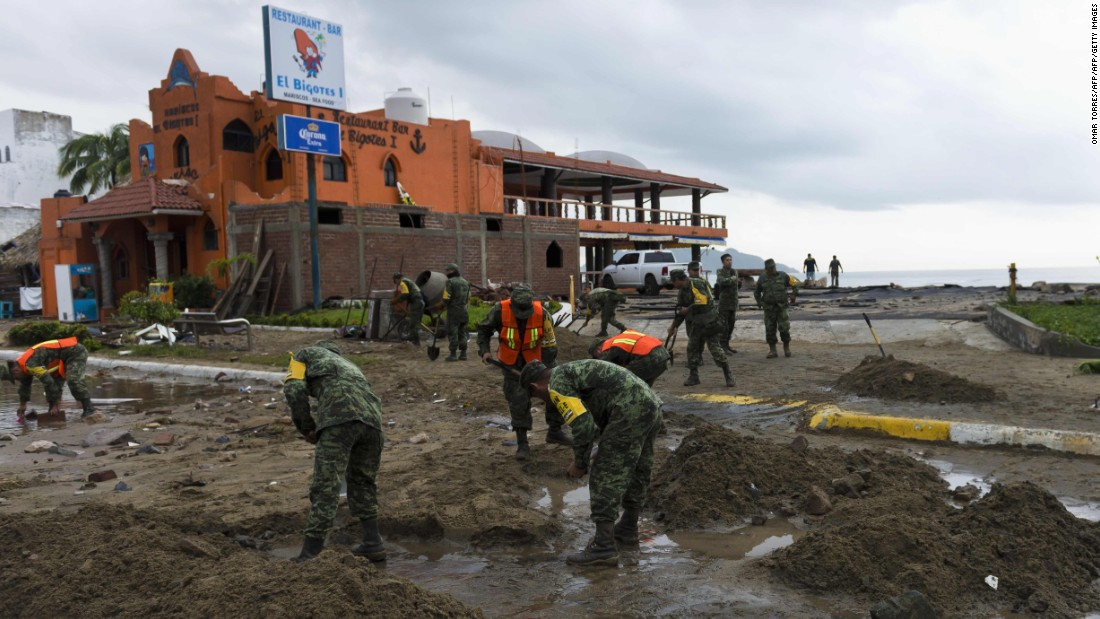 Hurricane Patricia Weakens In Mexico Flood Threat Remains Cnn