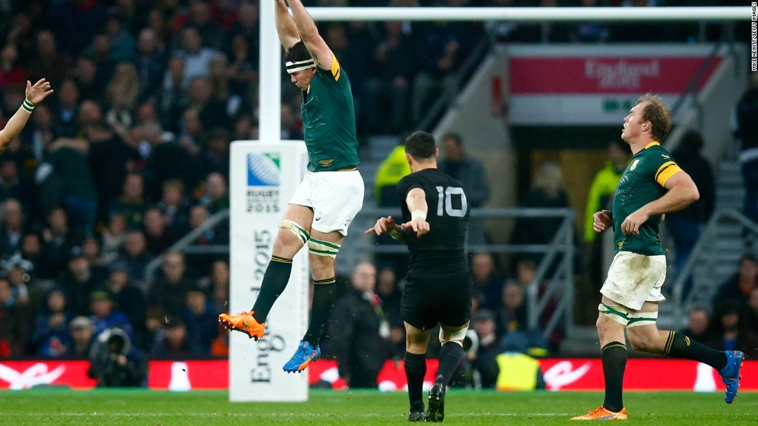 Carter kicked a crucial drop goal plus a conversion and penalty as the All Blacks hit back to win 20-18 at Twickenham.