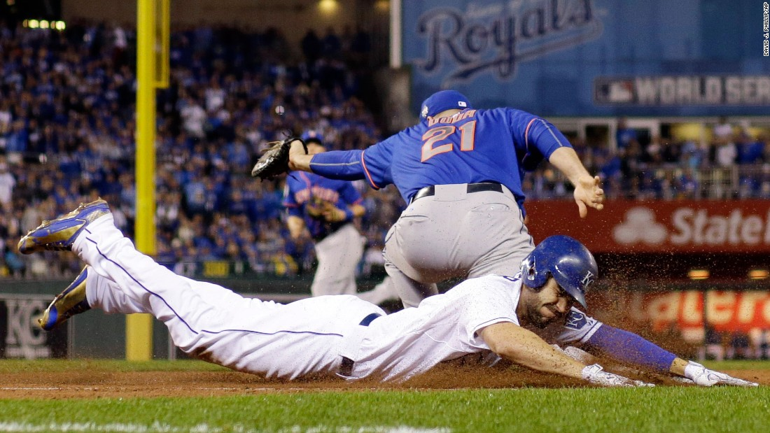 Kansas City's Eric Hosmer slides out at first as the Mets' Lucas Duda takes the throw.